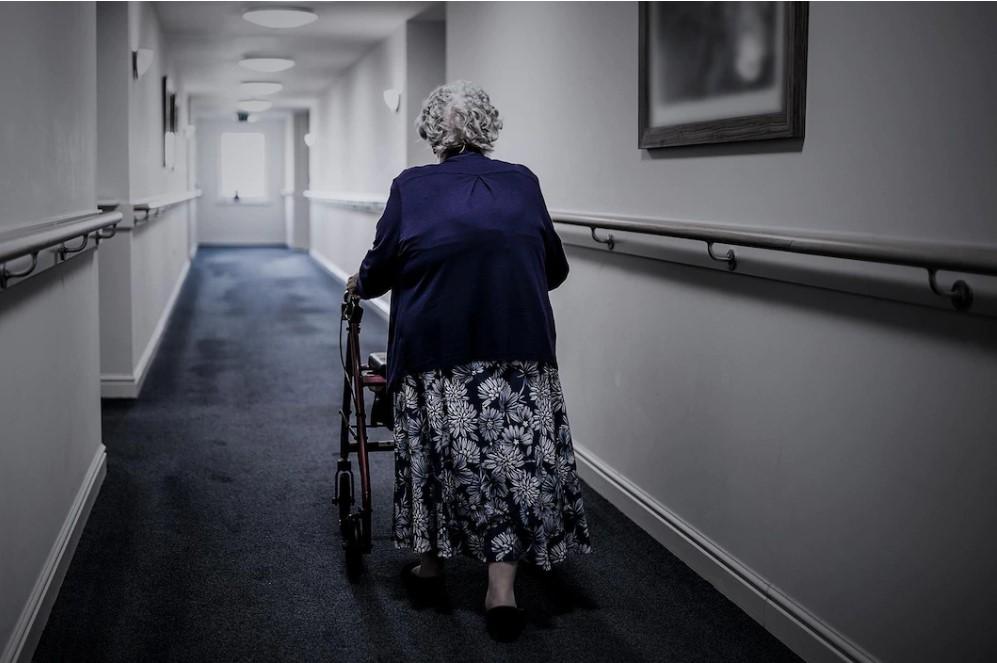 Des aînés terrifiés à l'idée de se retrouver dans un foyer
