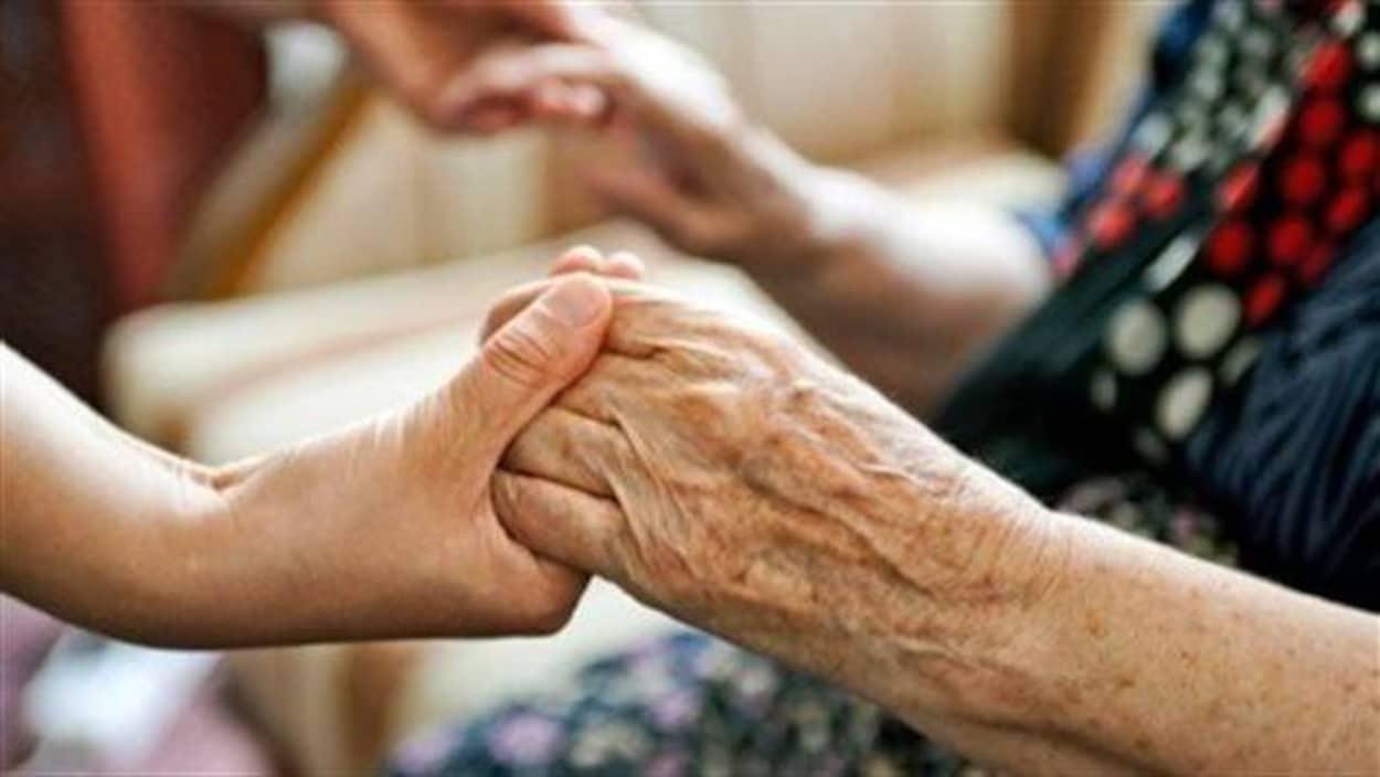 Briser l'isolement des personnes âgées pendant la pandémie de la COVID-19